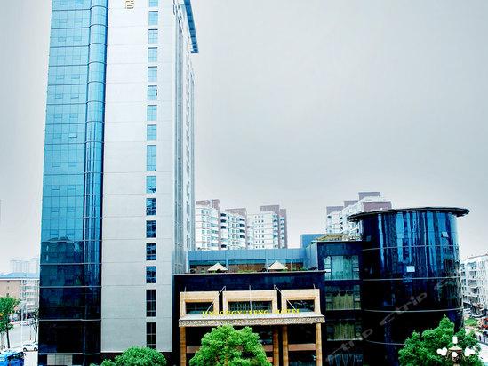 常德金龙玉凤酒店购置300kw无锡动力发电机一台