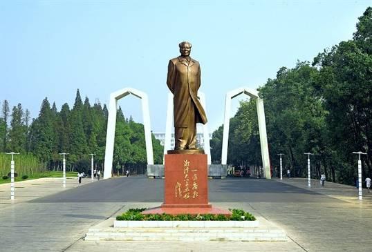 长沙明邦为湘潭大学提供500KW沃尔沃发电机一台
