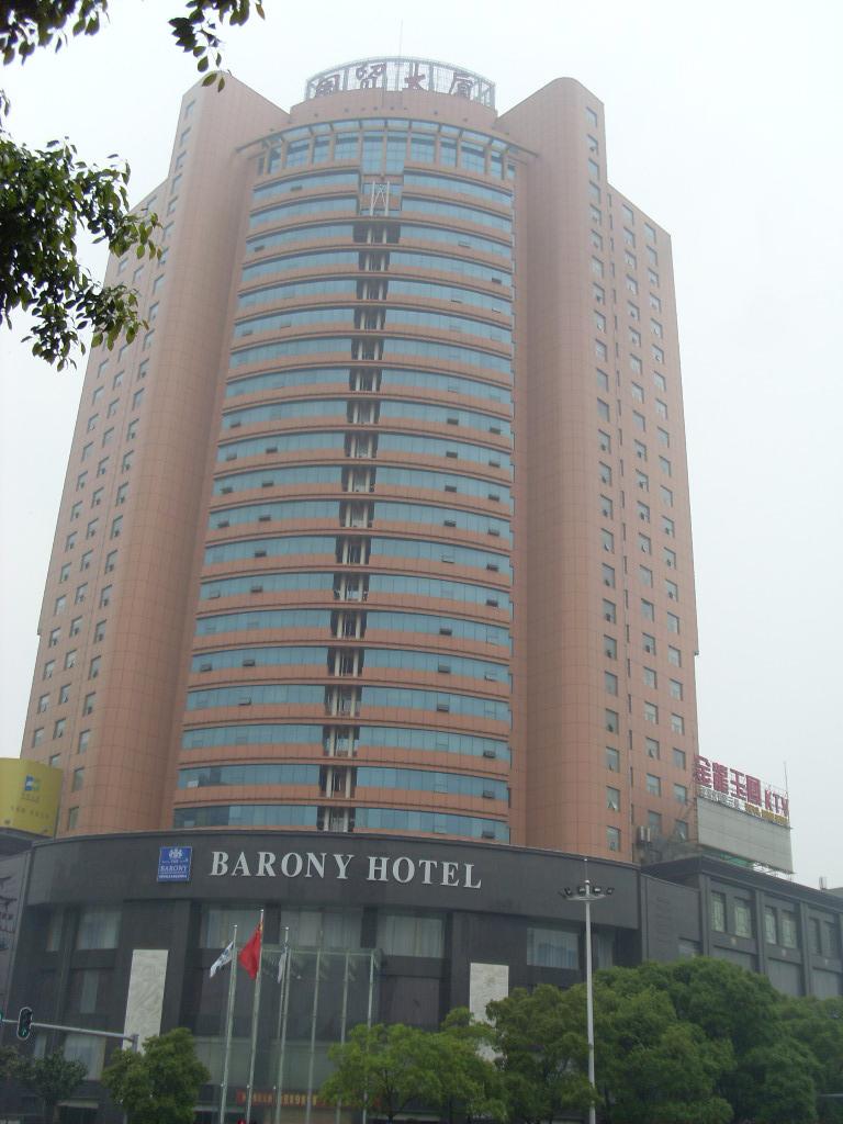 岳阳国贸大酒店在明邦购买400KW上柴发电机一台
